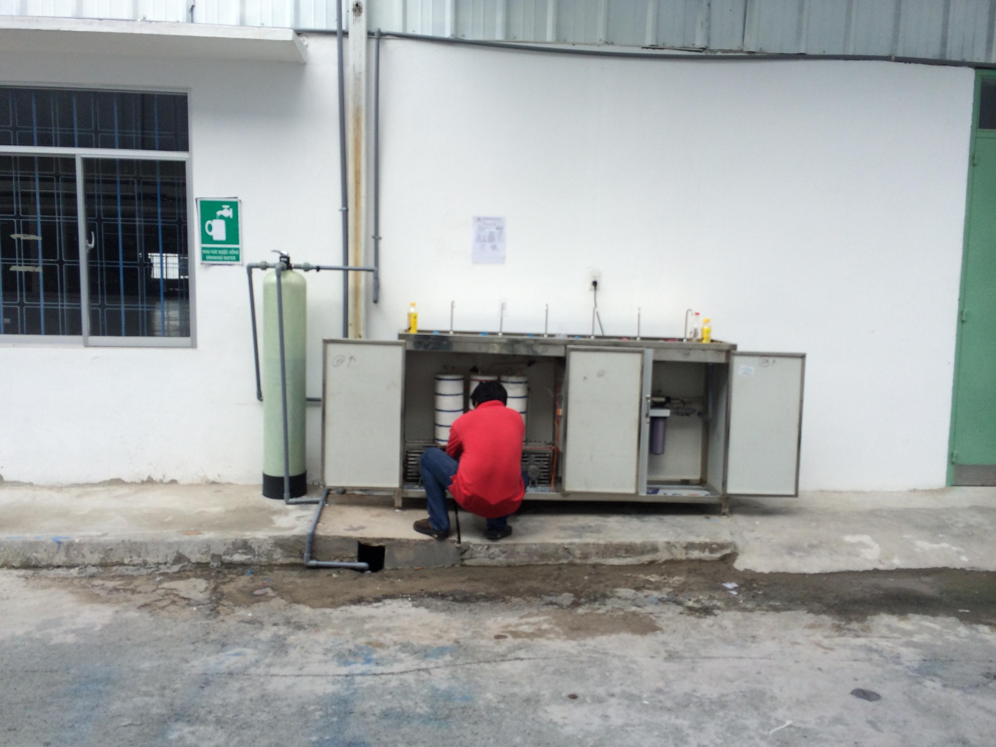 Máy lọc nước uống nóng lạnh 06 vòi