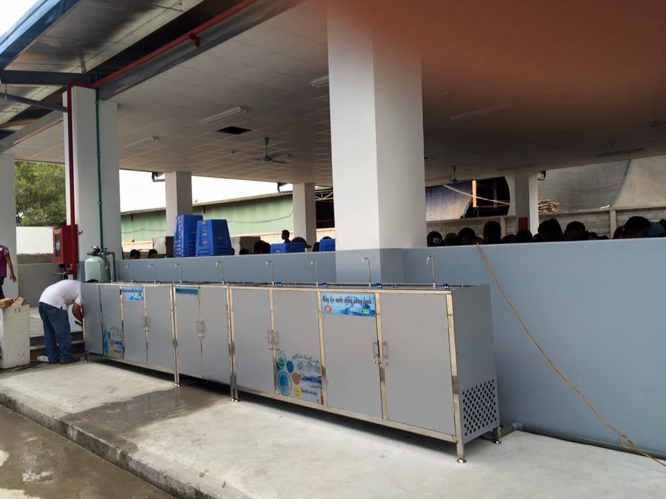 Máy lọc nước uống nóng lạnh 09 vòi